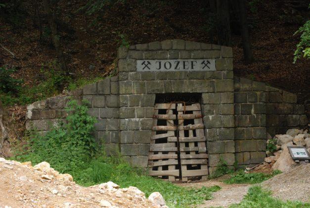 DSC 6141 001 627x420 - Baśniowy świat dubnickich kopalń opalu