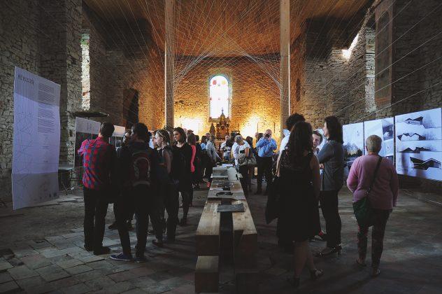 I wystawa pt. bieszczady 2015 3 632x420 - Młoda sztuka w starej cerkwi. Tkanka miejsca i współczesna architektura - zaproszenie do Baligrodu