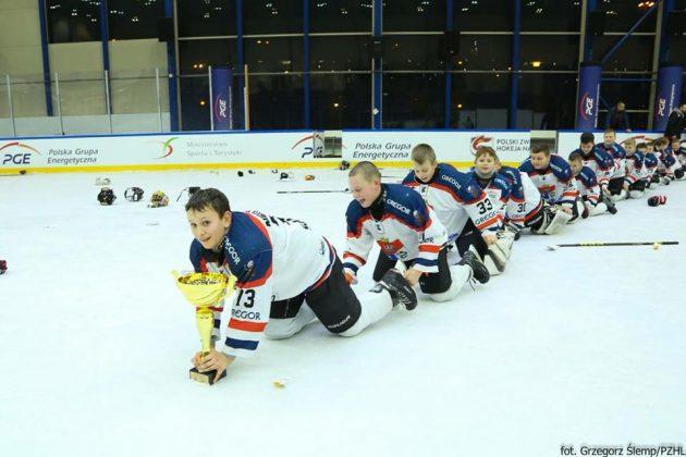50 Hokej żacy 2 630x420 - Niedźwiadki mistrzami Polski!