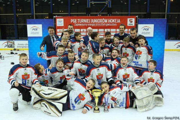 50 Hokej żacy 630x420 - Niedźwiadki mistrzami Polski!