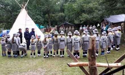 Policjanci odwiedzają harcerzy wypoczywających w Bieszczadach