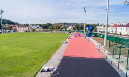 Zobaczcie jak stadion nabiera kolorów