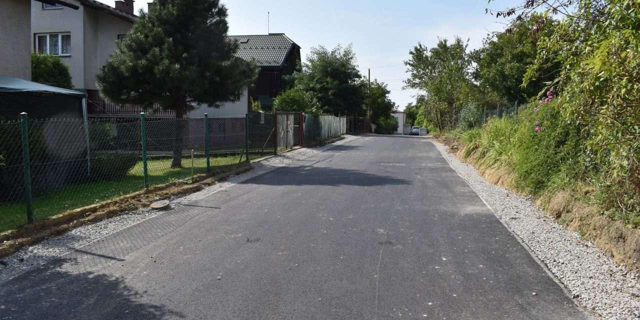 Ulica Asnyka z nową nawierzchnią. Niebawem kolejne remonty dróg