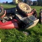 Wywrócił się ciągnik rolniczy. Kierowcy nic się nie stało