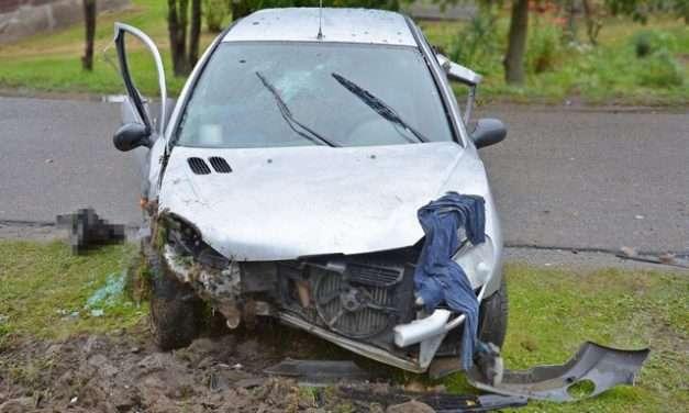 Pijany kierowca spowodował wypadek i ukrył się wśród gapiów