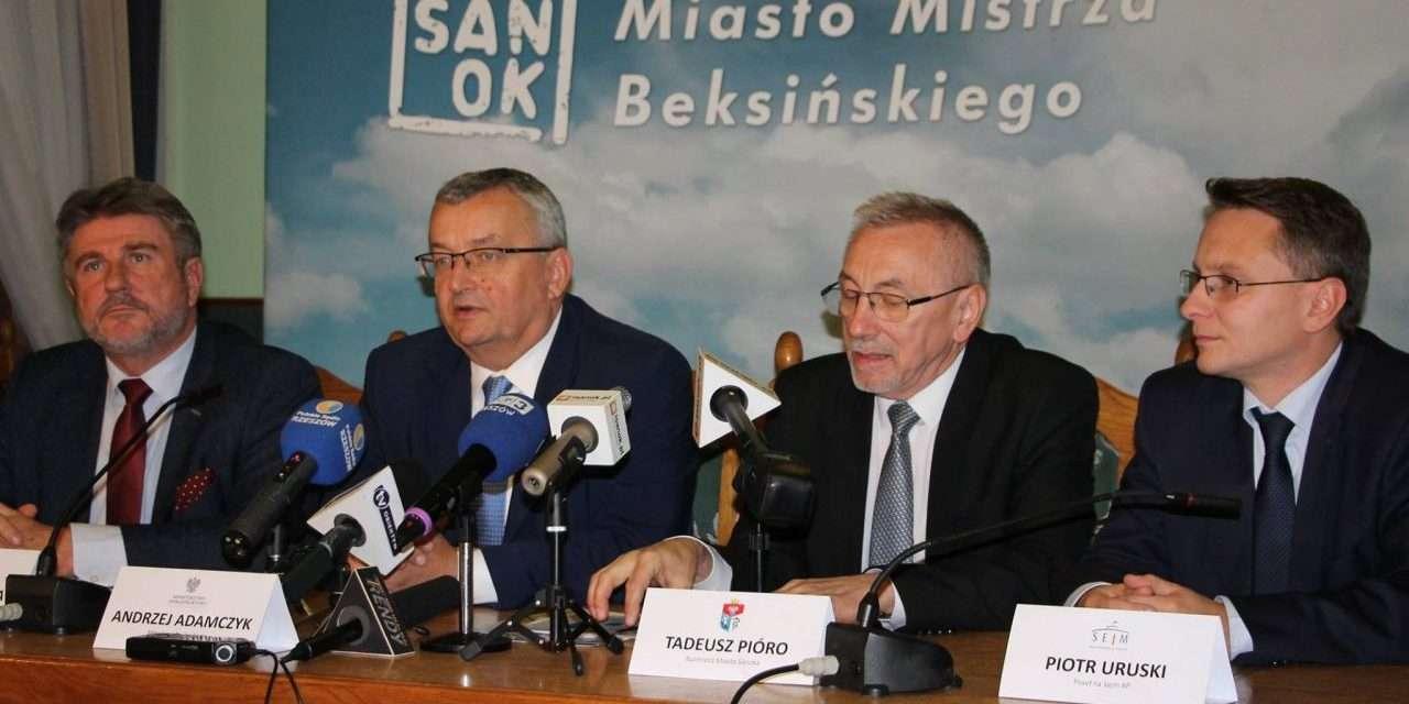 O drogach z ministrem Adamczykiem, poparcie dla burmistrza Pióro