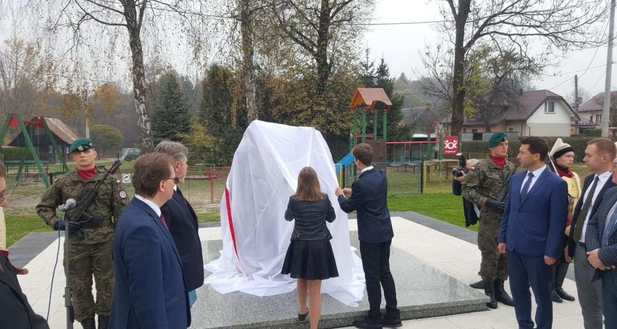 Uroczystość odsłonięcia pomnika Nieznanego Konfederata w Zagórzu