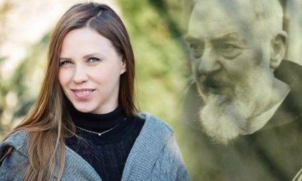 Modelka Anna Golędzinowska u Franciszkanów