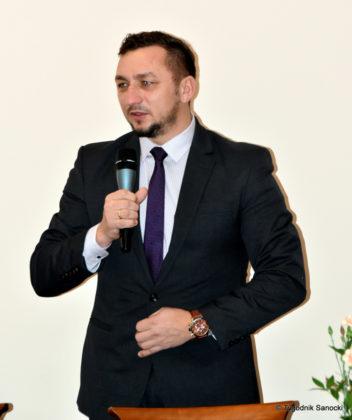 03 burmistrz tomasz matuszewski 2 352x420 - Seniorzy w Sanvicie
