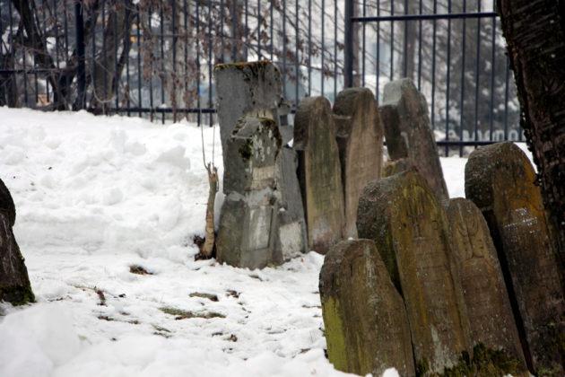 cmentaż żydowski Sanok 3 630x420 - Szymona Jakubowskiego gawędy o przeszłości. Pamięć o ofiarach Holokaustu