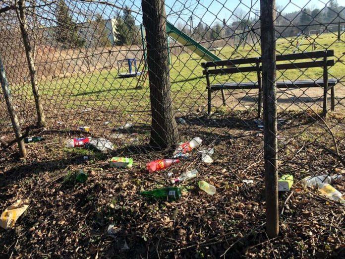 Interwencja: kto posprząta plac zabaw przy 800-lecia?