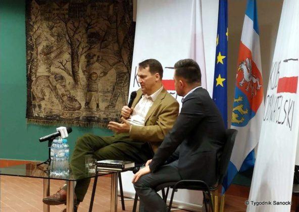 Sikorski Sanok 3 592x420 - Radosław Sikorski spotkał się z sanoczanami w Sali Gobelinowej