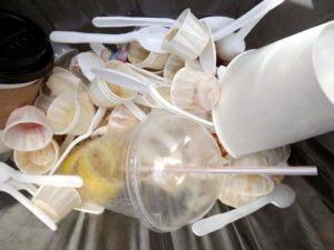 plastik 300x225 - Segregacja odpadów - plastik