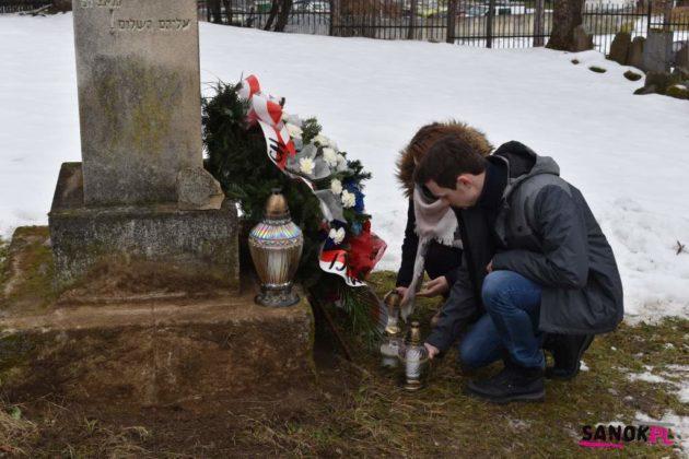 sanok uroczystość pamięć 12 630x420 - W Sanoku uczczono Międzynarodowy Dzień Pamięci o Ofiarach Holokaustu