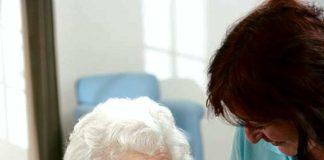 Opiekun osób starszych – zawód nie tylko dla młodych