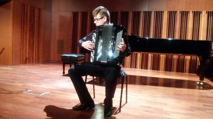Filip Siwiecki akordeon naucz. A. Smolik  747x420 - Popis półroczny w PSM w Sanoku