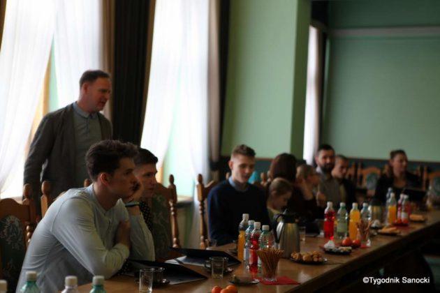 Tomasz Matuszewski i Paweł Hydzik wręczyli najzdolniejszym sanoczanom stypendia sportowe 1 630x420 - Stypendia dla sanockich sportowców przyznane