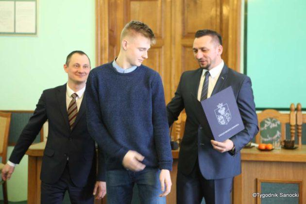 Tomasz Matuszewski i Paweł Hydzik wręczyli najzdolniejszym sanoczanom stypendia sportowe 17 630x420 - Stypendia dla sanockich sportowców przyznane