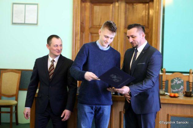 Tomasz Matuszewski i Paweł Hydzik wręczyli najzdolniejszym sanoczanom stypendia sportowe 18 630x420 - Stypendia dla sanockich sportowców przyznane