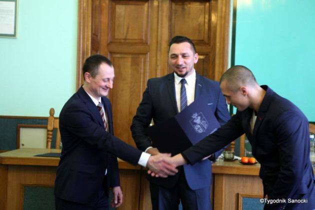 Tomasz Matuszewski i Paweł Hydzik wręczyli najzdolniejszym sanoczanom stypendia sportowe 28 630x420 - Stypendia dla sanockich sportowców przyznane