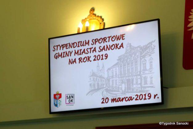 Tomasz Matuszewski i Paweł Hydzik wręczyli najzdolniejszym sanoczanom stypendia sportowe 4 627x420 - Stypendia dla sanockich sportowców przyznane