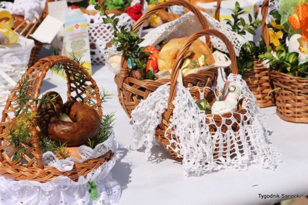 wiecenie pokarmów na rynku w Sanoku 12 630x420 - Święcenie pokarmów na rynku w Sanoku