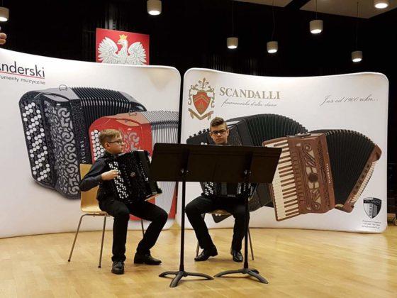 Duet Akordeonowy  560x420 - Trwa świetna passa sanockich akordeonistów