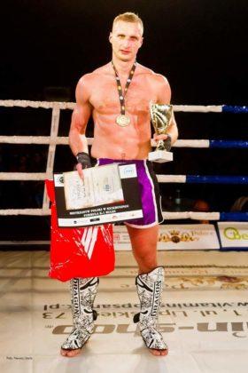 K 1 Rules 112 280x420 - Samuraje na podium, trzy złote medale