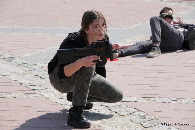 Uczniowie z powiatu sanockiego w Paradzie Niepodległości 10 630x420 - Uczniowie z powiatu sanockiego w Paradzie Niepodległości