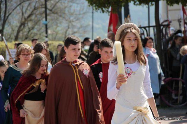Uczniowie z powiatu sanockiego w Paradzie Niepodległości 13 630x420 - Uczniowie z powiatu sanockiego w Paradzie Niepodległości