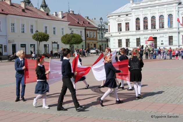 Uczniowie z powiatu sanockiego w Paradzie Niepodległości 14 630x420 - Uczniowie z powiatu sanockiego w Paradzie Niepodległości