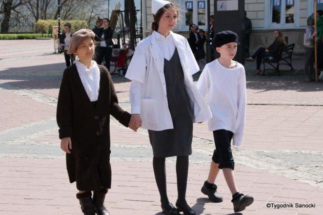 Uczniowie z powiatu sanockiego w Paradzie Niepodległości 16 630x420 - Uczniowie z powiatu sanockiego w Paradzie Niepodległości