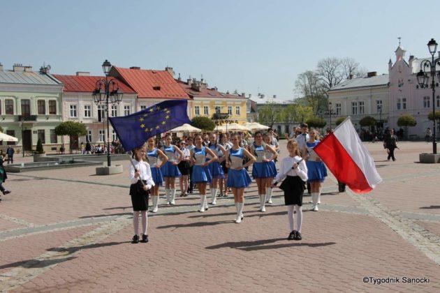 Uczniowie z powiatu sanockiego w Paradzie Niepodległości 18 630x420 - Uczniowie z powiatu sanockiego w Paradzie Niepodległości