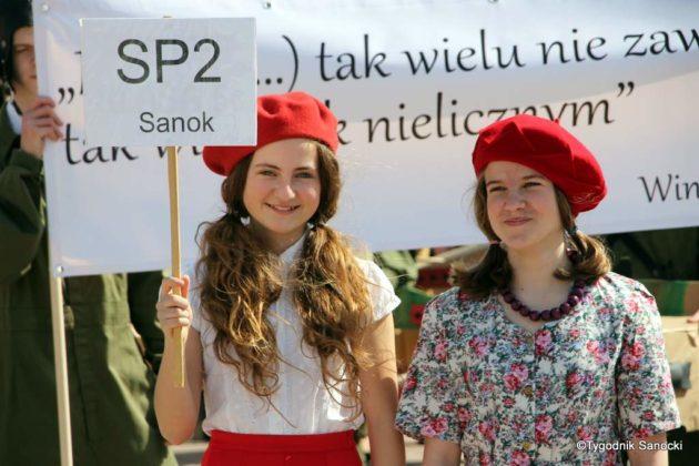 Uczniowie z powiatu sanockiego w Paradzie Niepodległości 2 630x420 - Uczniowie z powiatu sanockiego w Paradzie Niepodległości