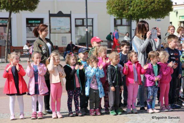 Uczniowie z powiatu sanockiego w Paradzie Niepodległości 3 630x420 - Uczniowie z powiatu sanockiego w Paradzie Niepodległości