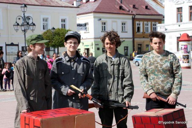Uczniowie z powiatu sanockiego w Paradzie Niepodległości 5 630x420 - Uczniowie z powiatu sanockiego w Paradzie Niepodległości