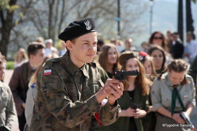 Uczniowie z powiatu sanockiego w Paradzie Niepodległości 6 630x420 - Uczniowie z powiatu sanockiego w Paradzie Niepodległości