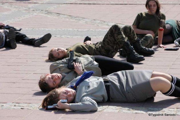 Uczniowie z powiatu sanockiego w Paradzie Niepodległości 7 630x420 - Uczniowie z powiatu sanockiego w Paradzie Niepodległości