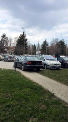 parkowanie po sanocku 2 236x420 - Parkujcie z wyobraźnią!