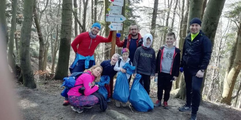 """pozytywnie zabiegani sanok 12 840x420 - Ponad 300 kg śmieci udało się uzbierać grupie """"Pozytywnie Zabiegani Sanok"""""""