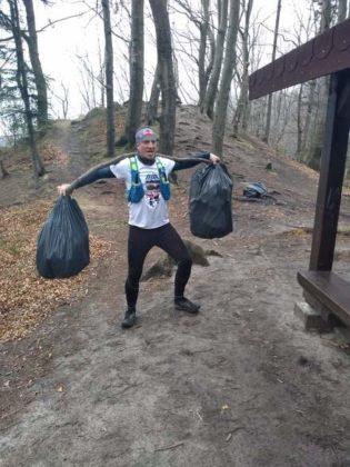 """pozytywnie zabiegani sanok 14 315x420 - Ponad 300 kg śmieci udało się uzbierać grupie """"Pozytywnie Zabiegani Sanok"""""""
