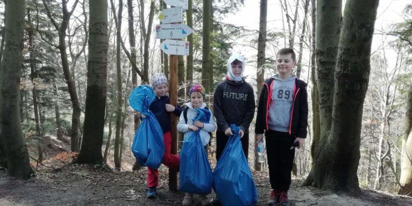 """pozytywnie zabiegani sanok 16 840x420 - Ponad 300 kg śmieci udało się uzbierać grupie """"Pozytywnie Zabiegani Sanok"""""""
