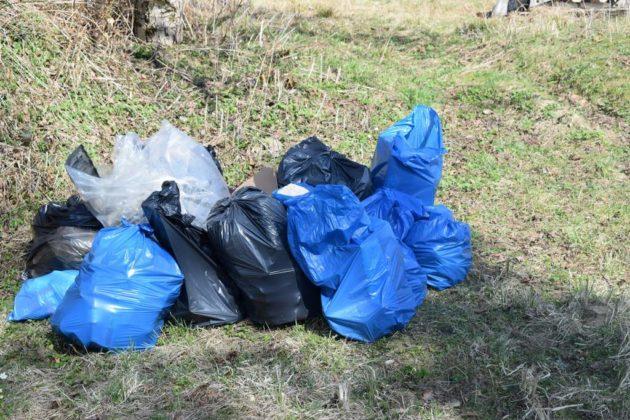 """pozytywnie zabiegani sanok 20 630x420 - Ponad 300 kg śmieci udało się uzbierać grupie """"Pozytywnie Zabiegani Sanok"""""""