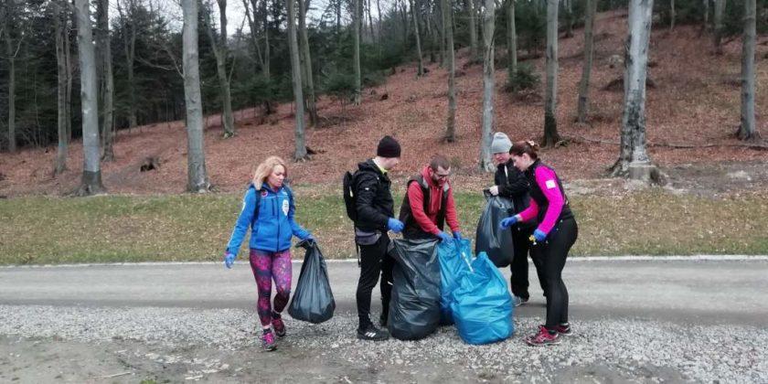 """pozytywnie zabiegani sanok 5 840x420 - Ponad 300 kg śmieci udało się uzbierać grupie """"Pozytywnie Zabiegani Sanok"""""""
