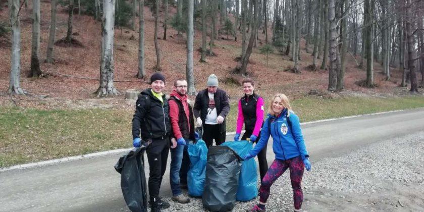 """pozytywnie zabiegani sanok 7 840x420 - Ponad 300 kg śmieci udało się uzbierać grupie """"Pozytywnie Zabiegani Sanok"""""""