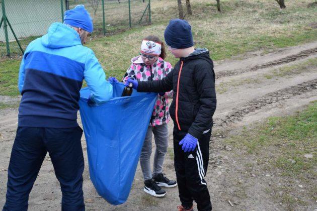 """pozytywnie zabiegani sanok 9 630x420 - Ponad 300 kg śmieci udało się uzbierać grupie """"Pozytywnie Zabiegani Sanok"""""""