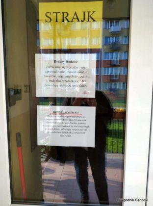 szkoła3 312x420 - Nauczyciele protestują