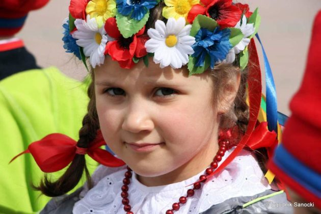 więto flagi sanok 19 630x420 - Święto flagi. Przedszkolaki z biało-czerwoną