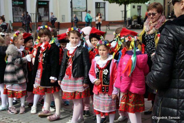 więto flagi sanok 2 630x420 - Święto flagi. Przedszkolaki z biało-czerwoną