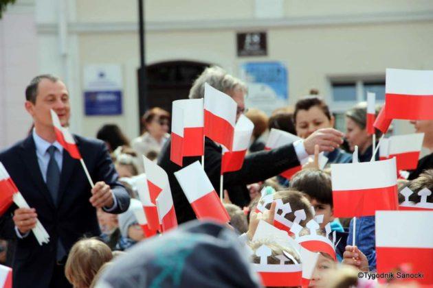 więto flagi sanok 28 630x420 - Święto flagi. Przedszkolaki z biało-czerwoną